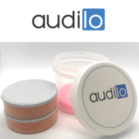 Drying box for hearing aids with drying tablet